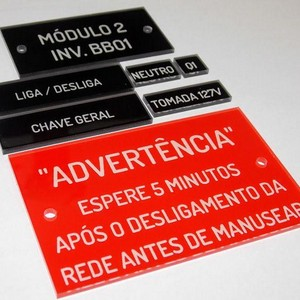 Etiqueta acrílica para painel elétrico